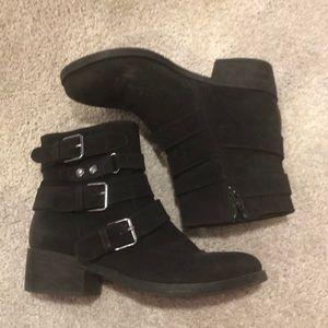 Shoes - Cute black buckle booties